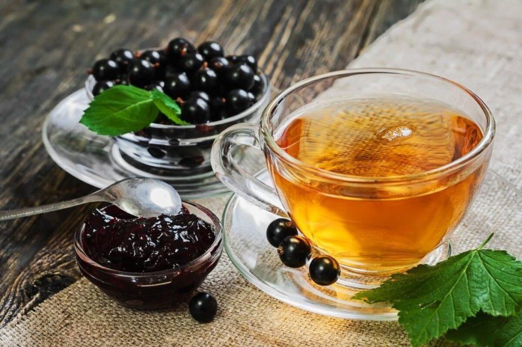 чай из листьев смородины, ягоды, черная смородина, смородиновое варенье