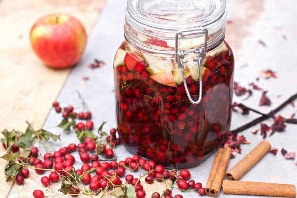 Напиток из боярышника и яблока