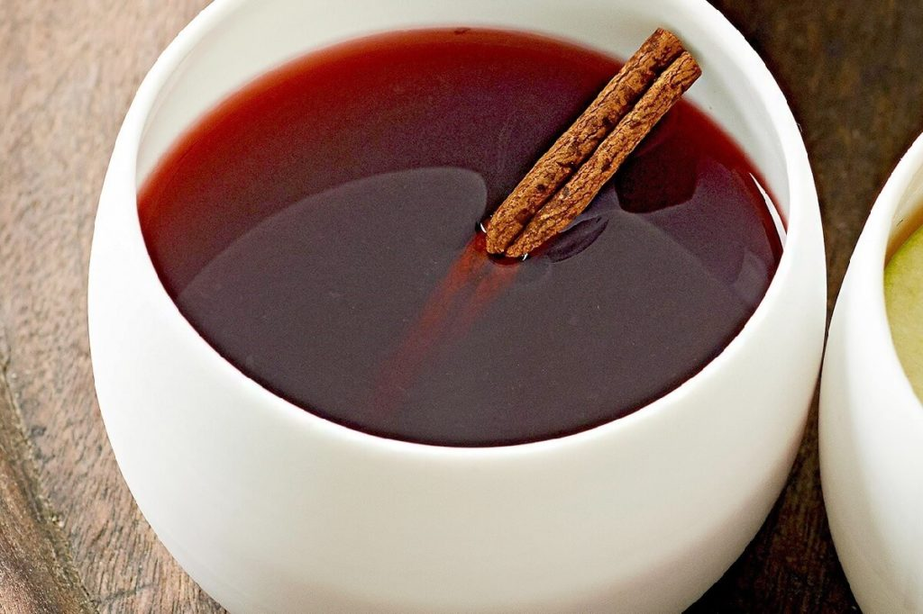 Гранатовый чай с имбирем и корицей