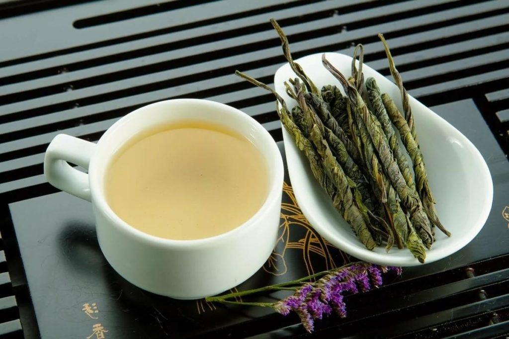 Чай кудин в заваренном и сухом виде