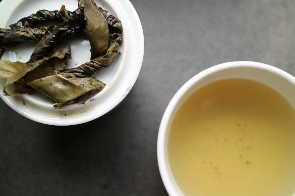 Чай кудин и листья после заварки