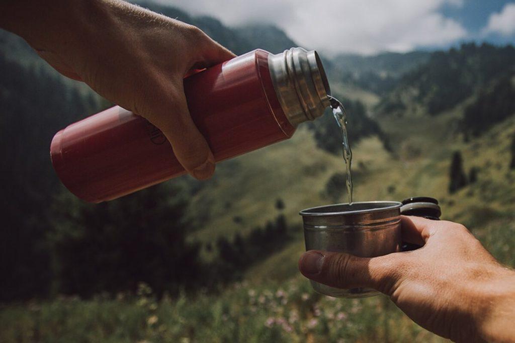 Чай из термоса в горах
