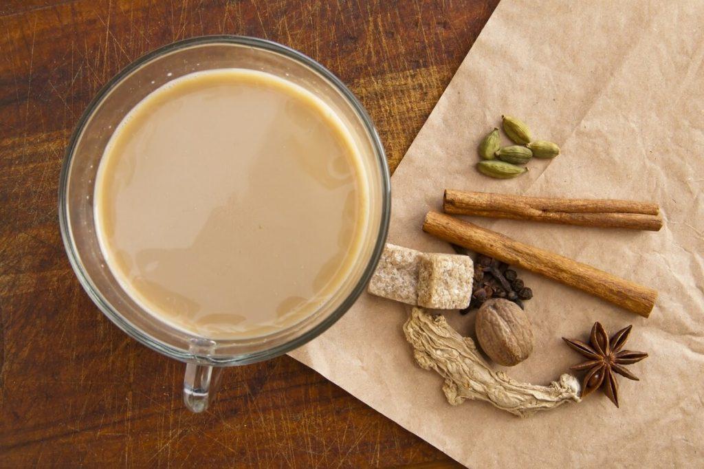 Специи и чай с молоком