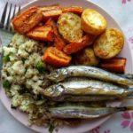 Мойва с гарниром и овощами