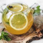 Мятный чай с лимоном в чайнике