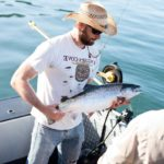 Сёмга (атлантический лосось) в руках