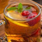 Чай с корицей, малиной, мятой и лимоном