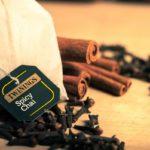 Пакетик чая с корицей и гвоздикой
