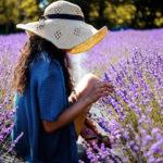 девушка в лавандовом поле