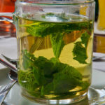 чай из свежих листьев мяты