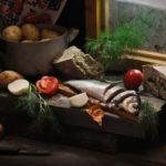 натюрморт с сельдью, хлебом и овощами