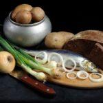 селедка, черный хлеб, картофель, лук