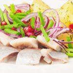 сельдь с луком и картофелем