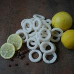 кольца кальмара с лимоном и перцем