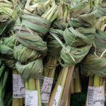 связанные пучки лемонграсса на рынке