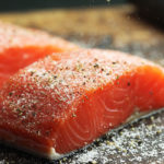 кусочки красной рыбы