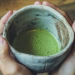 зеленый чай маття в кружке