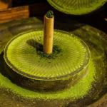 приспособление для перемалывания листьев зеленого чая в порошок матча