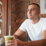 матча-латте в кафе