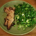 жареная печень налима с зеленым луком