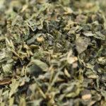 измельченный сухой лист крапивы