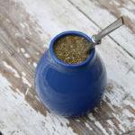 чай матэ в синей калебасе с бомбильей